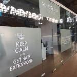 Oklejanie szyb i witryn okiennych | Pracownia reklamy Logomotiv