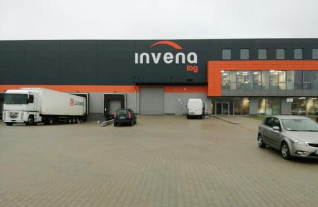 Logotyp na budynku INVENA | Pracownia reklamy Logomotiv