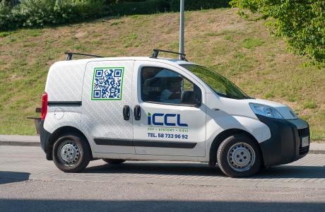 Reklama na samochodzie ICCL | Pracownia reklamy Logomotiv